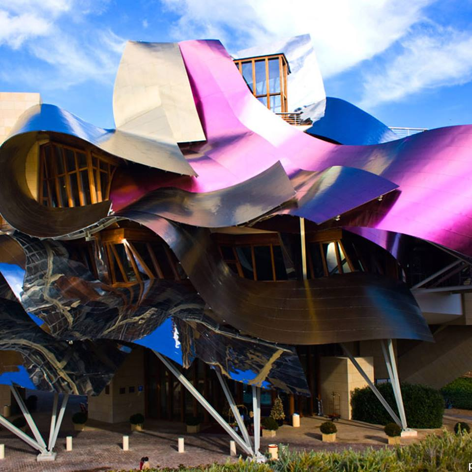 Amazing construction by jewish architect frank ephraim gehry in the basque country in spain - Arquitecto bodegas marques de riscal ...